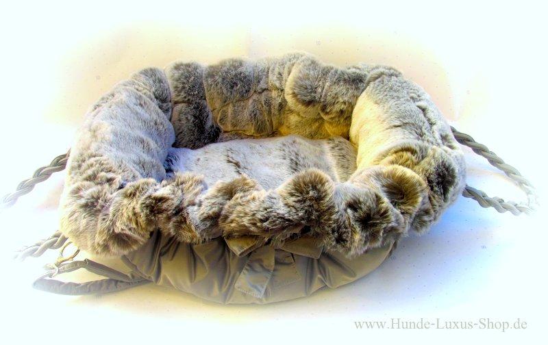 Luxus Hundetragetasche mit Öko Pelz Inlay. Umwandelbar in eine Bett. Ein Beitrag für modern denkende Hundebesitzer , denn Pelz kann so schön sein, auch in dieser ekonstruierten Form.